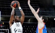 Asvel, Howard ile Valencia'yı yendi