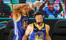 Curry'den 36 dakikada 53 sayı